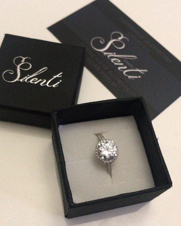 сребърен пръстен проба 925 с кубичен цирконий в кутия силенти и сертификат силенти