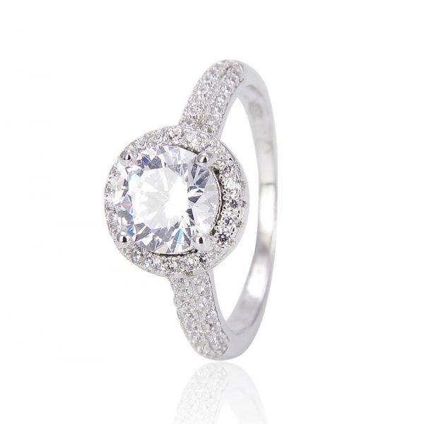 """Сребърен пръстен """"Морско Сияние"""" с кубичен цирконий - фронтална снимка с фокус върху камъка на пръстена"""