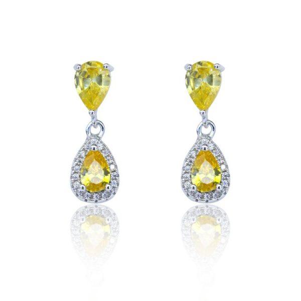 сребърни обеци с жълт полускъпоценен камък на бял фон от бижутерия силенти на цена от 40 лв