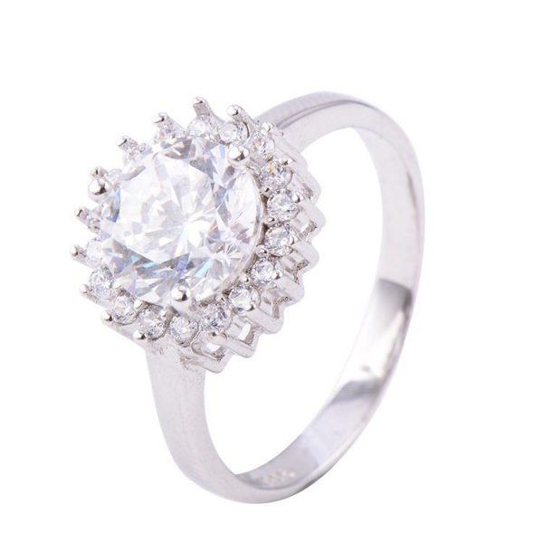сребърен пръстен с кубичен цирконий и голям камък от кубичен цирконий на цена от 33 лева