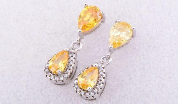 сребърни обици проба 925 сребро и жълти полускъпоценни камъни на цена от четиридесет лева