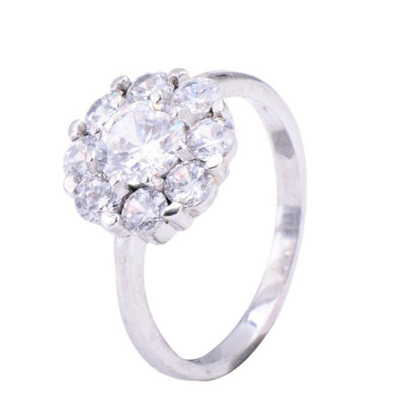 сребърен пръстен с кубичен цирконий и няколко камъка около един голям на цена от тридесет и два лева