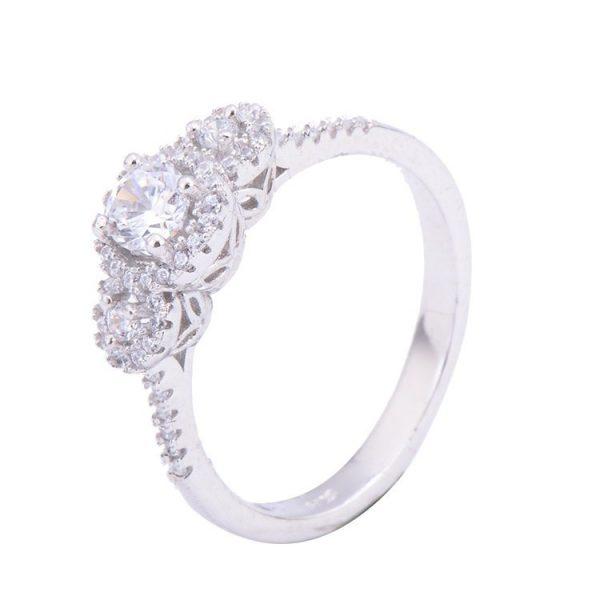 сребърен пръстен с кубичен цирконий и малки камъчета от бижутерия силенти на цена от тридесет и три български лева