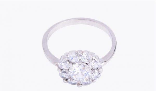 дамски сребърен пръстен с камъни от кубичен цирконий на цена от тридесет и два лева