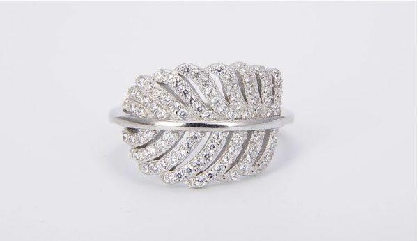 сребърен пръстен с листо и камъни