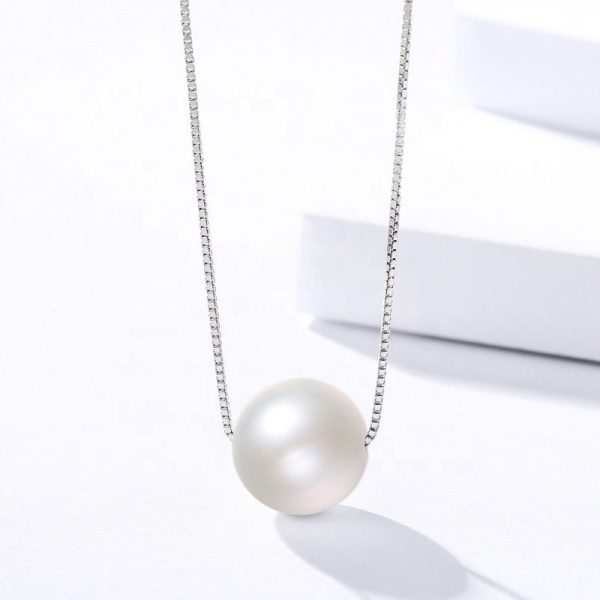 female silver necklace with freshwater pearl and solid chain