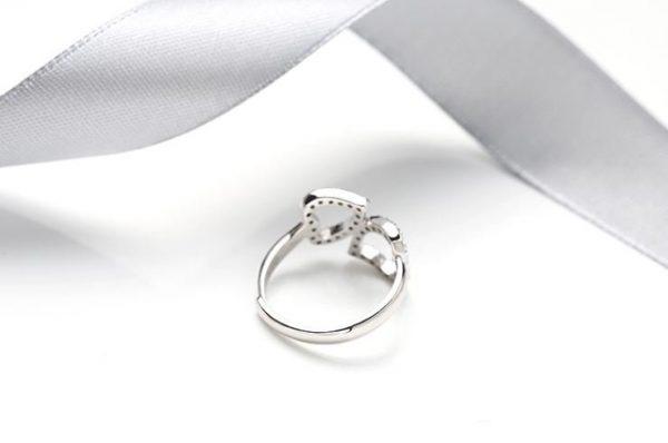 саморегулиращ сребърен пръстен с две сърца и кубичен цирконий отзад