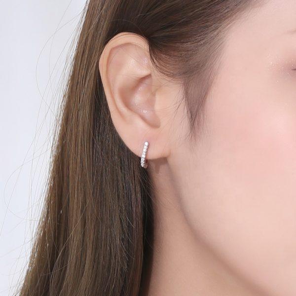 обици сребро 925 на женско ухо висящи