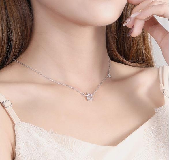 колие сребро 925 с дъга и кристал еднорог на женски врат