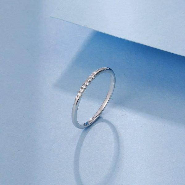 изчистен сребърен пръстен с кубичен цирконий