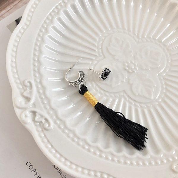 сребърни обеци черен пискюл жълт конец