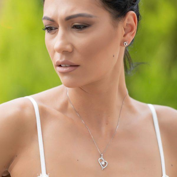 сребърен комплект красива обич колие и обеци в сърцевидна форма с бляскави камъни кубичен цирконий сниман на красив модел