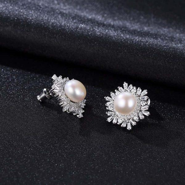 сребърни обеци с масивна перла обградена от множество кубични циркони