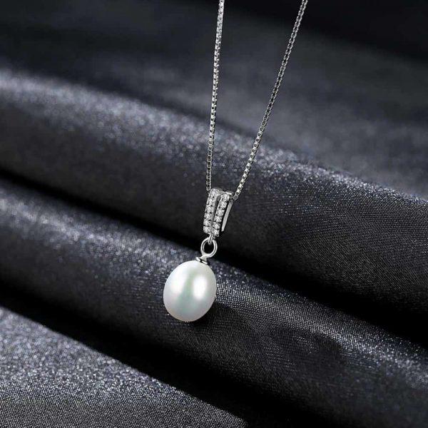сребърно перлено колие с два реда циркони над перлата