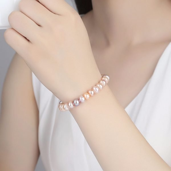 Ladies model with exquisite pearl bracelet with pink tint of pearls