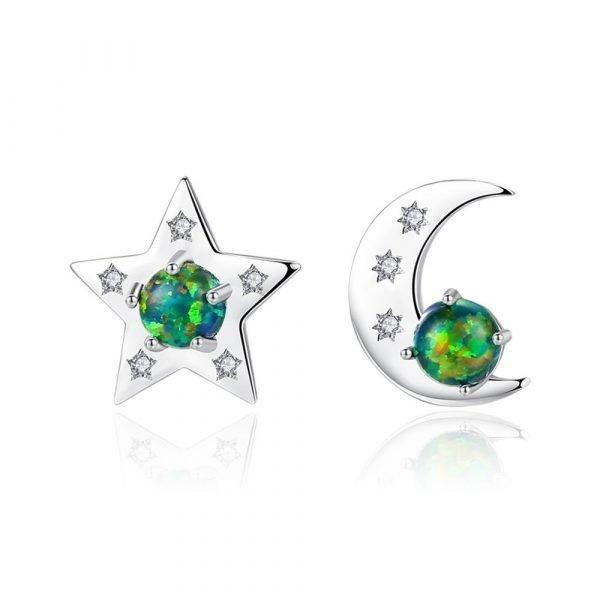 асиметрични обеци във формата на звезда и луна с цветен синтетичен опал снимани на бял фон