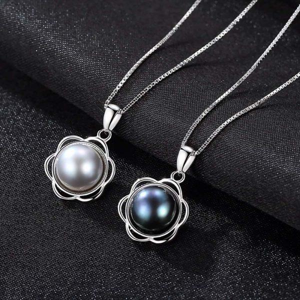 две сребърни колиет с флорален мотив и масивна перла в различни цветове