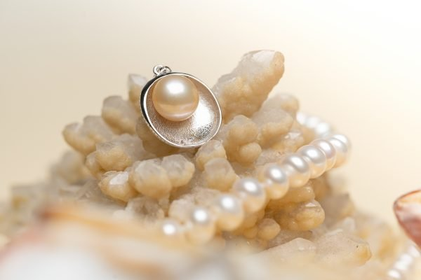 розовееща перла в черупка от стерлингово сребро