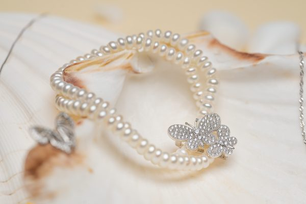 silver pearl bracelet with cubic zircons photographed in detail