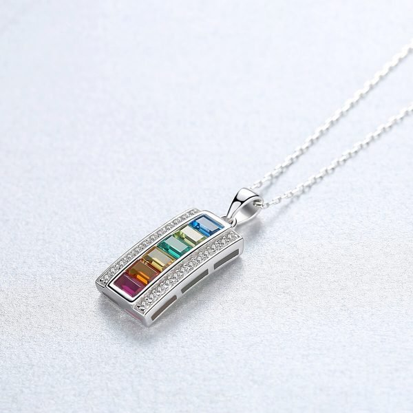 сребърно колие с кубични циркони и кристали с цветовете на дъгата