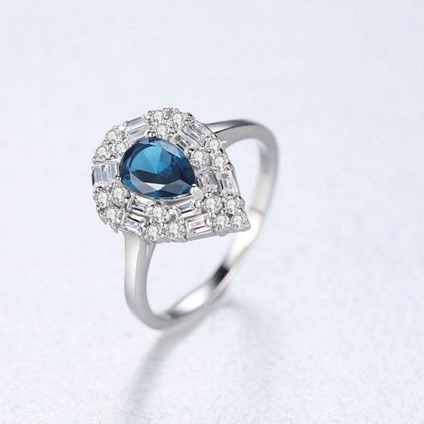 сребърен пръстен с капковидни кубични циркони в два цвята